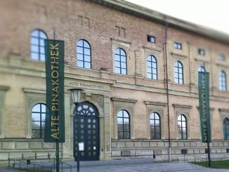 Eingang der alten Pinakothek in München
