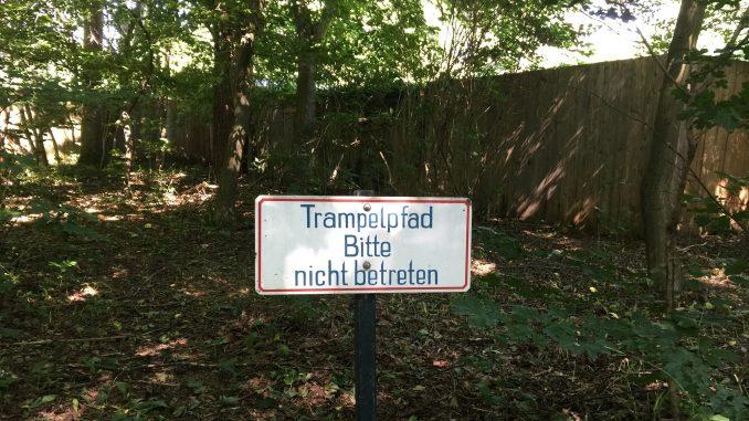 Bild: Trampelpfad bitte nicht betreten