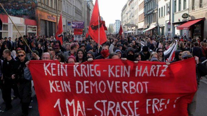 Revolutionäre 1. Mai Demonstrationin Berlin-Kreuzberg, (nicht angemeldete Spontandemonstration 2006)